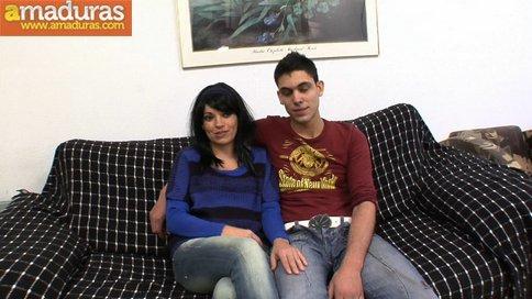 Madrastra madura se folla a su hijo: porno español - foto 1