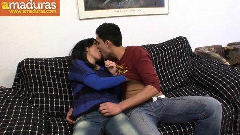 Madrastra madura se folla a su hijo: porno español - foto 5