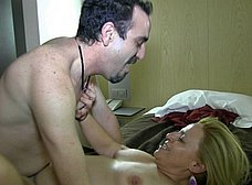 Madura jamona española y su marido: debut porno - foto 25