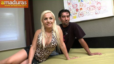 Esposa celosa mirando a su marido follar con otra - foto 3