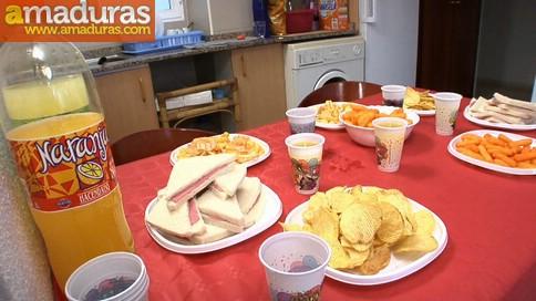 Ainara comiendo pollas en una fiesta sorpresa - foto 1