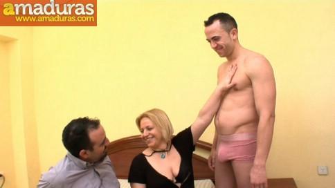 Le regala un 'actor porno' a la zorra de su esposa - foto 2