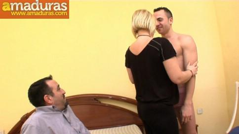 Le regala un 'actor porno' a la zorra de su esposa - foto 3