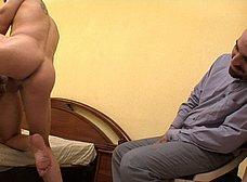 Le regala un 'actor porno' a la zorra de su esposa - foto 23