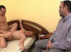 Le regala un 'actor porno' a la zorra de su esposa - foto 35