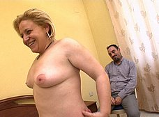Le regala un 'actor porno' a la zorra de su esposa - foto 49