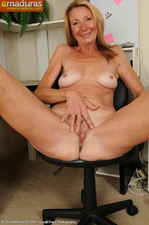 Secretaria cincuentona abriendose de piernas - foto 16