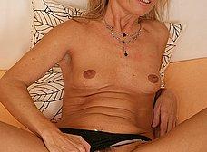 Madura de chocho peludo se quita la ropa - foto 9