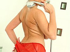 Las tetazas de la madura en la ducha - foto 6