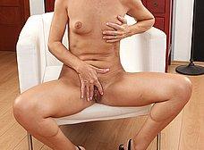 Madura de coño peludo se abre de piernas - foto 10