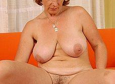 Divorciada de chocho peludo se masturba duro - foto 10