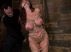 Madurita tetona amordazada y masturbada - foto 8