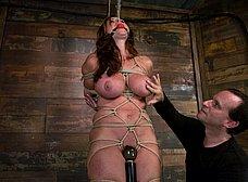 Madurita tetona amordazada y masturbada - foto 12