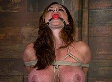 Madurita tetona amordazada y masturbada - foto 13