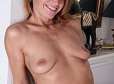 Secretaria madura llega a casa y se masturba - foto 6