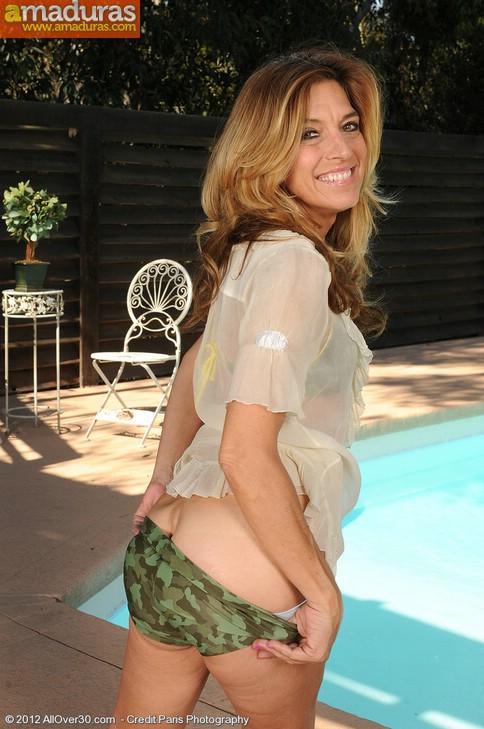 Madura probandose el bikini (y quitándoselo) - foto 3