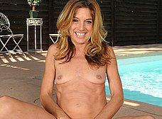 Madura probandose el bikini (y quitándoselo) - foto 15