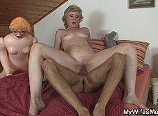 Su suegra le pilla con una muñeca hinchable - foto 9