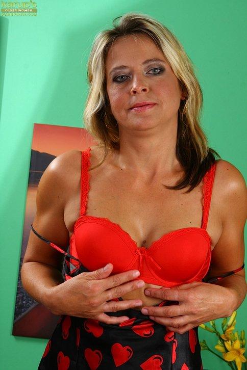 Madura viciosa haciendo webcam porno con un amigo - foto 2