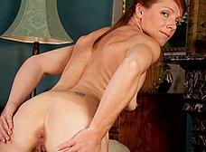 Madura exhibicionista posando en lenceria sexy - foto 9