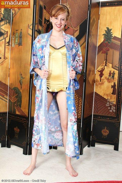 Madurita vestida de chinita se quita la ropa … - foto 4