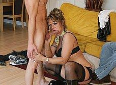 Le regala un veinteañero a su esposa madura - foto 7