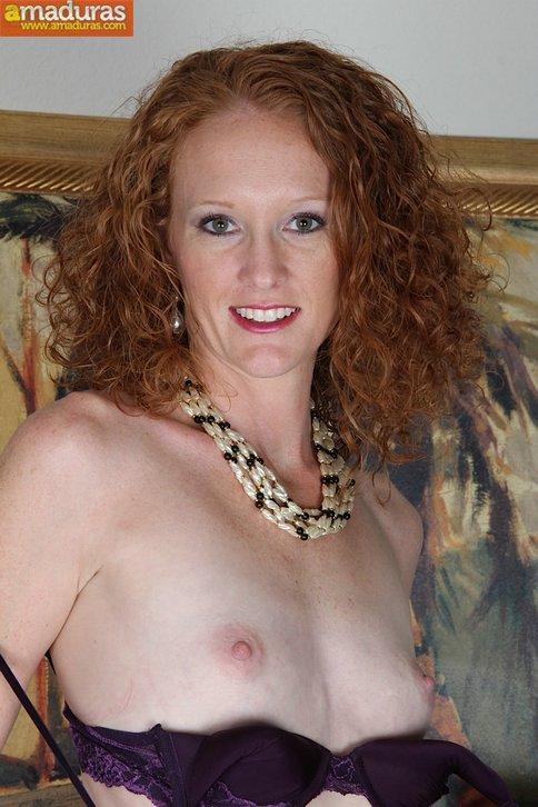 Madura pelirroja se exhibe en la webcam porno - foto 4