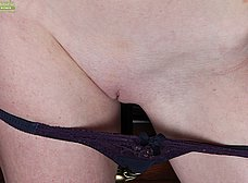 Madura pelirroja se exhibe en la webcam porno - foto 8