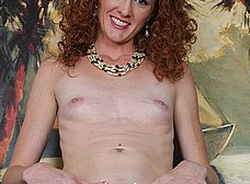 Madura pelirroja se exhibe en la webcam porno - foto 10