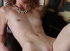 Madura pelirroja se exhibe en la webcam porno - foto 11