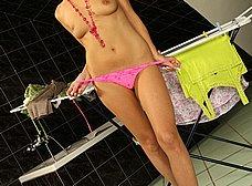 Madurita rubia se desnuda y se masturba - foto 6