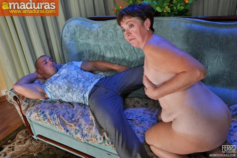 Madura salida despierta a su hijo para follar - foto 2