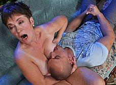 Madura salida despierta a su hijo para follar - foto 11