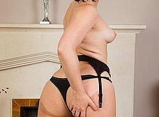 El culo gordo de la madura cuarentona - foto 9