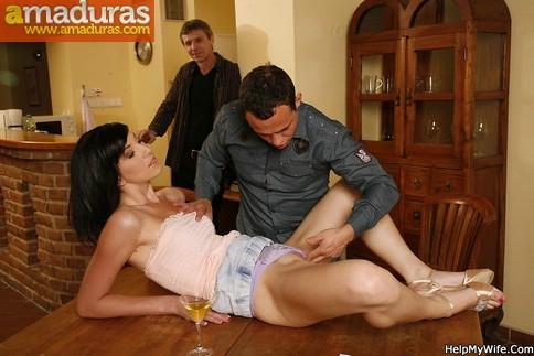 Cornudo voyeur mirando a su esposa con otro - foto 3