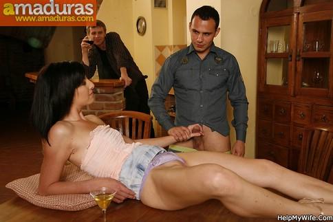 image Esposa atrapada cumming viendo porno