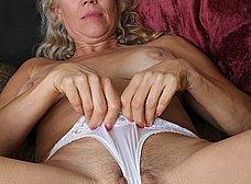 Madura cuarentona se masturba en casa - foto 8