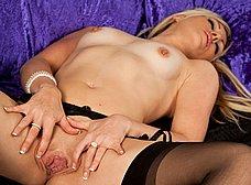 Esposa madurita en medias negras sexys - foto 11