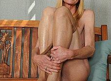 Madura cincuentona se desnuda del todo - foto 11