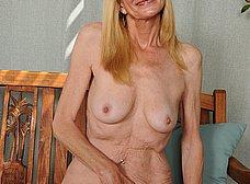 Madura cincuentona se desnuda del todo - foto 12