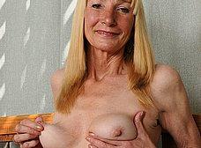 Madura cincuentona se desnuda del todo - foto 14