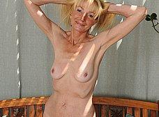Madura cincuentona se desnuda del todo - foto 15
