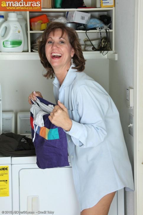 Ama de casa se desnuda al poner una lavadora - foto 3