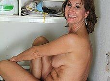 Ama de casa se desnuda al poner una lavadora - foto 9