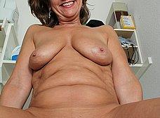 Ama de casa se desnuda al poner una lavadora - foto 10
