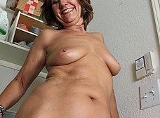 Ama de casa se desnuda al poner una lavadora - foto 11