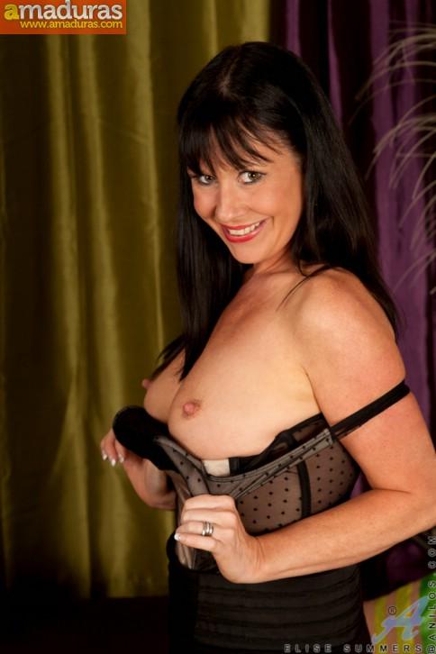 La madura Elise Summers muy sexy en medias - foto 3