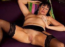 La madura Elise Summers muy sexy en medias - foto 9