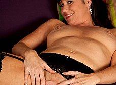 La madura Elise Summers muy sexy en medias - foto 10