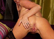 La madura Elise Summers muy sexy en medias - foto 12